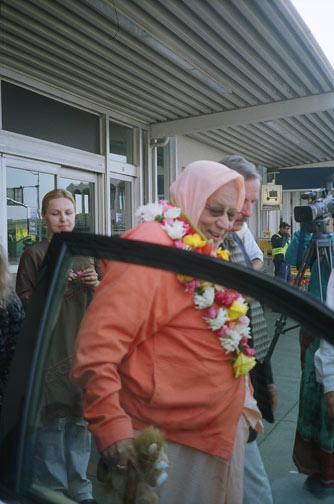 Off to his waiting car and on to the ashram in Santa Cruz.