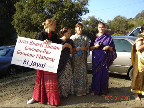 Kamala,Annapurna,Nadia and Madhumita devi dasis wait with a welcome sign.