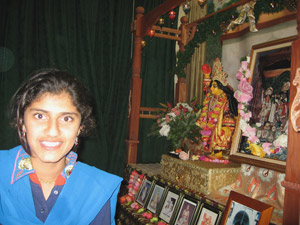 Kumari Rohini Devi (daughter of Ramananda Prabhu and Nandarani Didi) loves to serve Mahaprabhu.