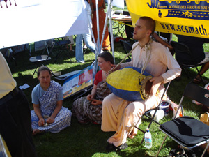 In the afternoon there was a nice kirtan at the tent.