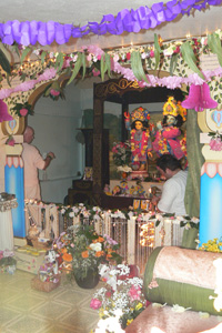 Ramai Prabhu offering the Arotik.