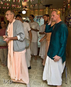 Siddhanti Maharaj leads everyone in the Tulsi Puja kirtan.