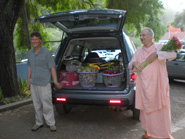 Cinmoyananda Prabhu assisted Sripad Parvat Maharaj with the weekly bhoga donations.