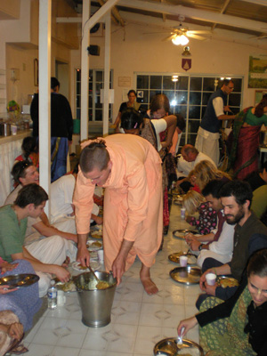 Kamal Krishna Prabhu serves one of the sabjis.
