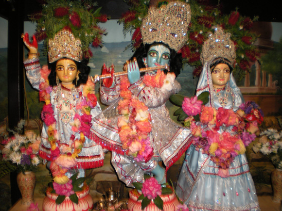 All glories to the Divine anniversary of Their Divine Lordships Sri Sri Guru Gauranga Gandharvika Giridhari Jiu.