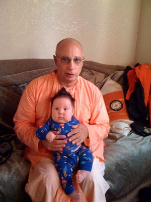Sripad Janardan Maharaj gets to know little Madav Das.