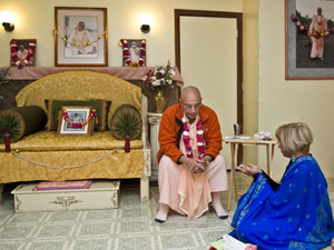 Sripad Janardan Maharaj gives guidance on chanting and the meaning of taking initiation.