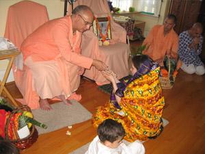 Abha Devi receives her beads.