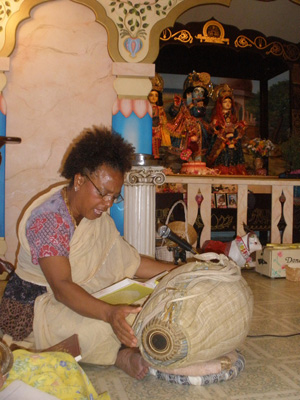 She also led the group in singing the beautiful bhajans with her sweet voice.