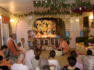 The devotees gathered in the beautifully decorated temple room. Sripad Janardan Maharaj led the program accompanied by Sripad Siddhanti Maharaj and Sripad Parvat Maharaj.