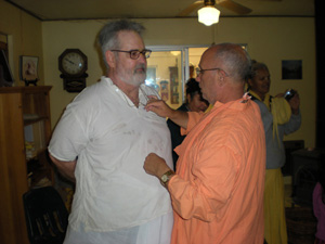 Srila Bhakti Pavan Janardan Maharaj places Jonathan's neckbeads.