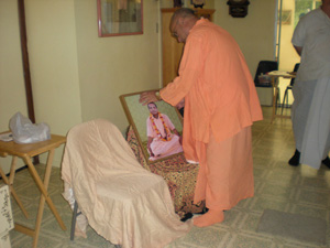 Srila Acarya Maharaj's picture is garlanded.