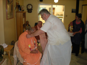 Srila Janardan Maharaj also receives a garland,