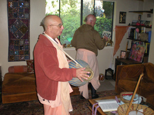 Ramai Prabhu offered arotik while Srila Janardan Maharaj led the kirtan.