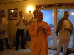 Srila Janardan Maharaj leads the evening arotik for the Sunday Feast program.